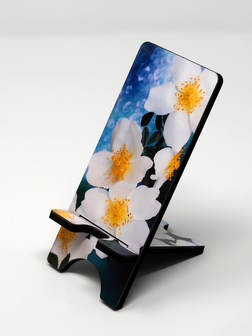 Phone stand showing White simple roses
